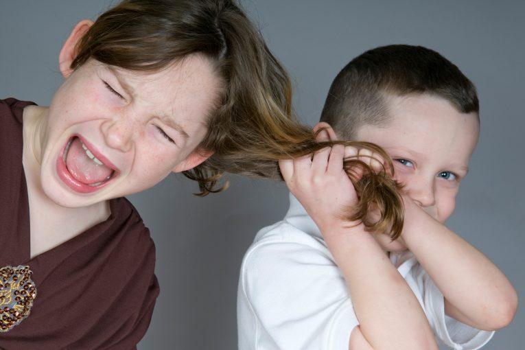 کشیدن مو در کودکان