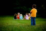 گوشه گیری کودکان ،دلایل و درمان آن