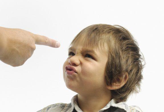 چرا کودک لجبازی می کند؟