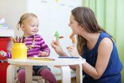کمک والدین به کودکی که لکنت زبان دارد