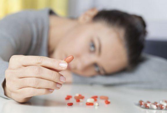 مصرف بسیاری از داروها میتواند باعث افسردگی شود