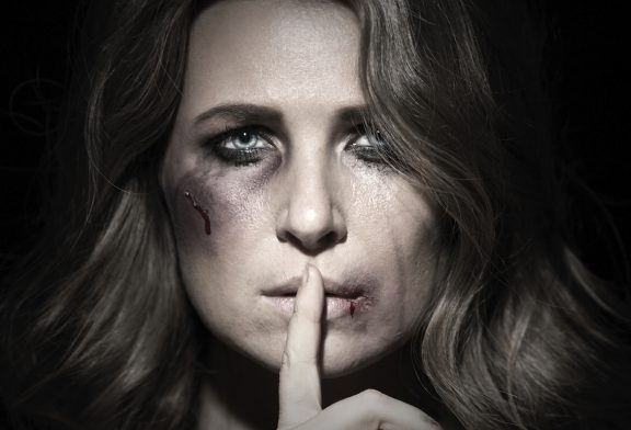 بررسی انواع و اشکال مختلف خشونت خانگی علیه زنان