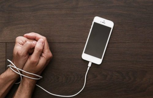اعتیاد به تلفن همراه