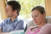 چه کنیم تا رفتارهای ناخوشایند همسرمان کمتر آزارمان دهد؟