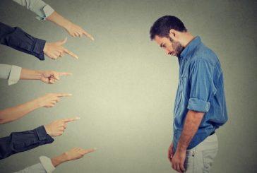 چگونه دست از قضاوت دیگران برداریم؟