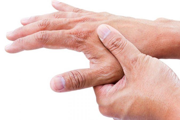 دلایل لرزش دست ها