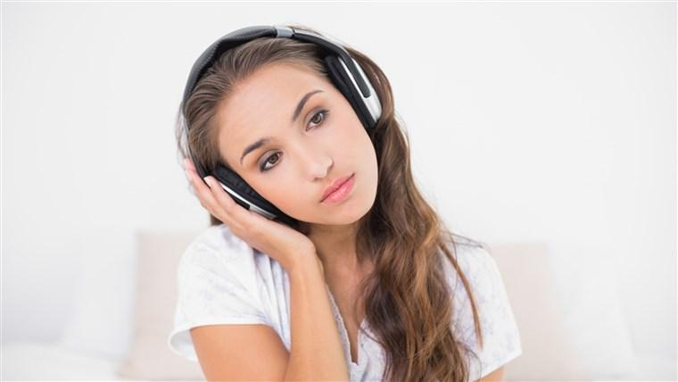 گوش دادن به موسیقی غم انگیز