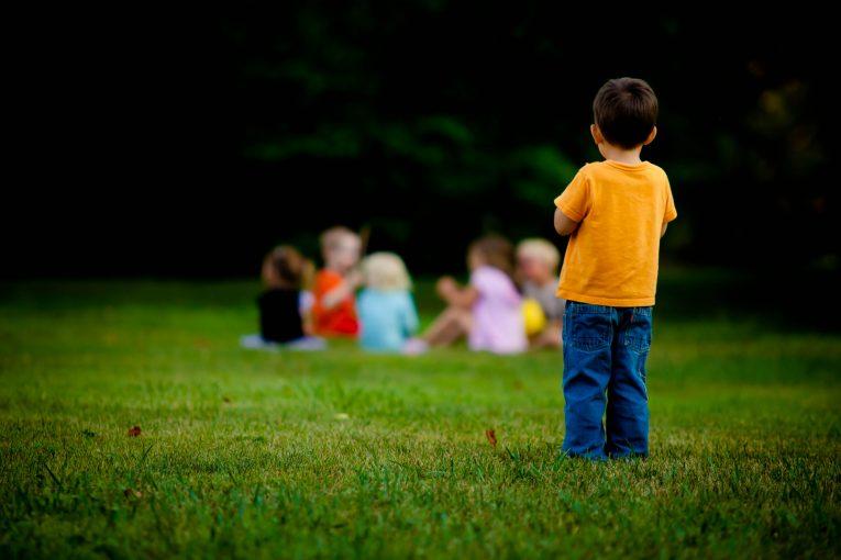 گوشه گیری کودکان