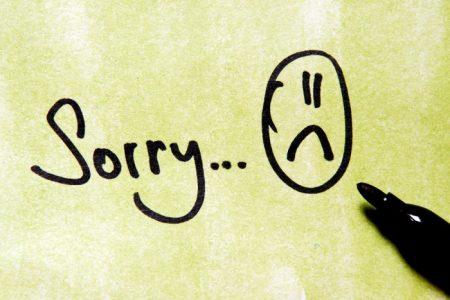 دلایل عذرخواهی کردن بیش از حد